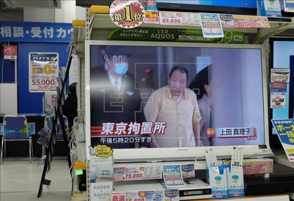 Una televisión muestra cómo el japonés Iwao Hakamada es liberado después de pasar 46 años en la cárcel condenado a muerte, en un comercio de Tokio (Japón), el año pasado. EFE/Archivo